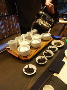 Degustace černých taiwanských čajů.