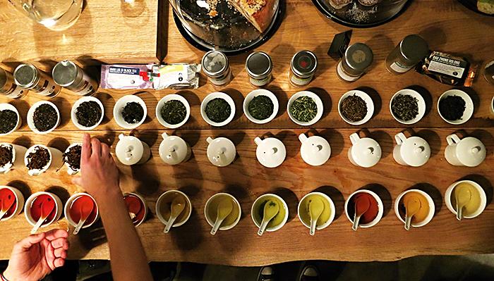 Tea Cupping - Paralelní Polis