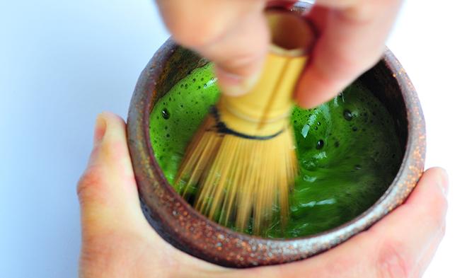Příprava čaje matcha